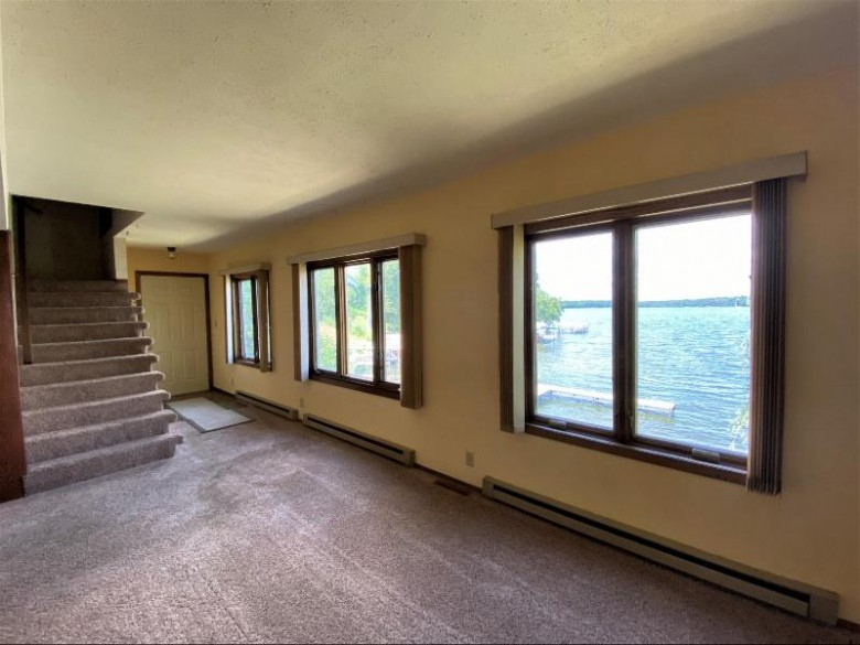 34448 Delafield Rd Summit, WI 53066-5006 by Lake Country Flat Fee $549,900