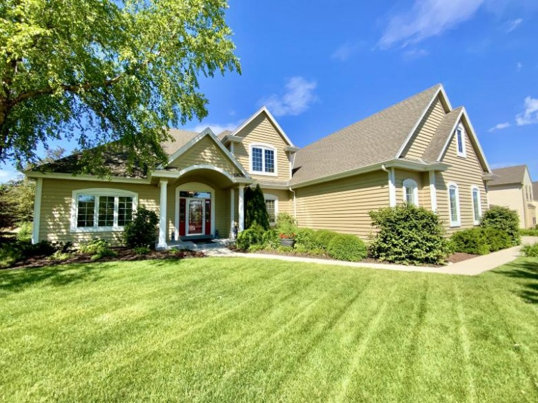 911 River Reserve Dr Hartland, WI 53029-2913 by Lake Country Flat Fee $639,900