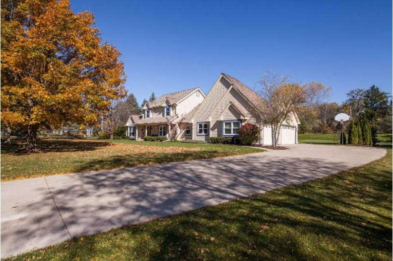 11800 N Lantern Ln Mequon, WI 53092-1578 by First Weber Real Estate $524,900