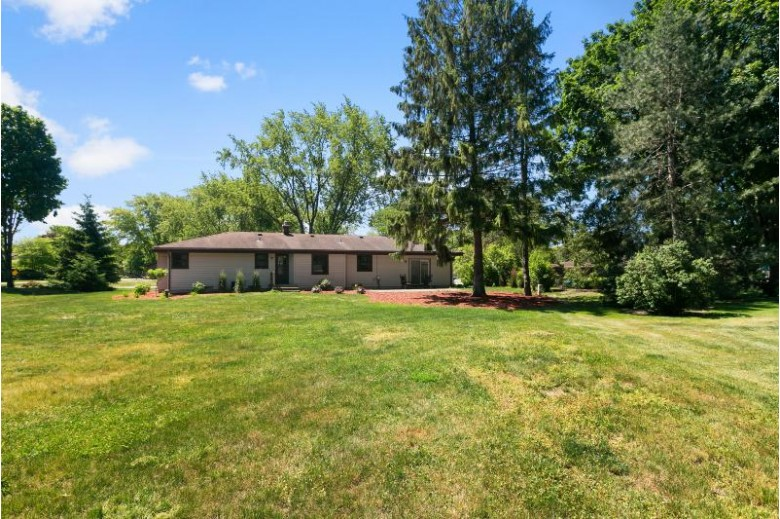 12030 W James Ave Franklin, WI 53132-1036 by Realty Executives Integrity~brookfield $324,900