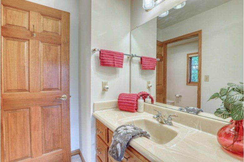 W263N2350 Deer Haven Dr, Pewaukee, WI by Benefit Realty $605,000