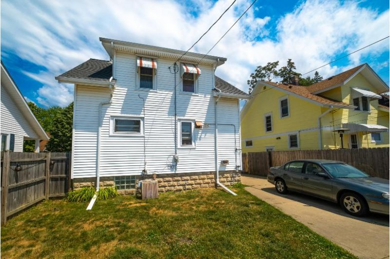 7316 31st Ave Kenosha, WI 53142-4406 by First Weber Real Estate $147,500