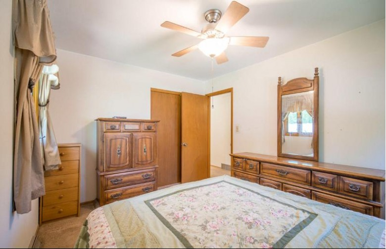 N64W24121 Ivy Ave, Sussex, WI by Exsell Real Estate Experts Llc $285,000