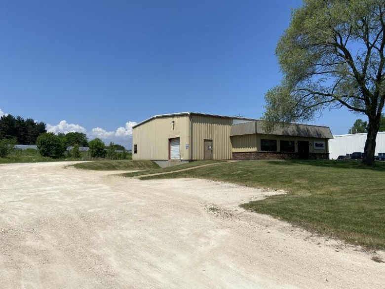 10827 N Industrial Dr Mequon, WI 53092 by Paradigm Real Estate $485,000