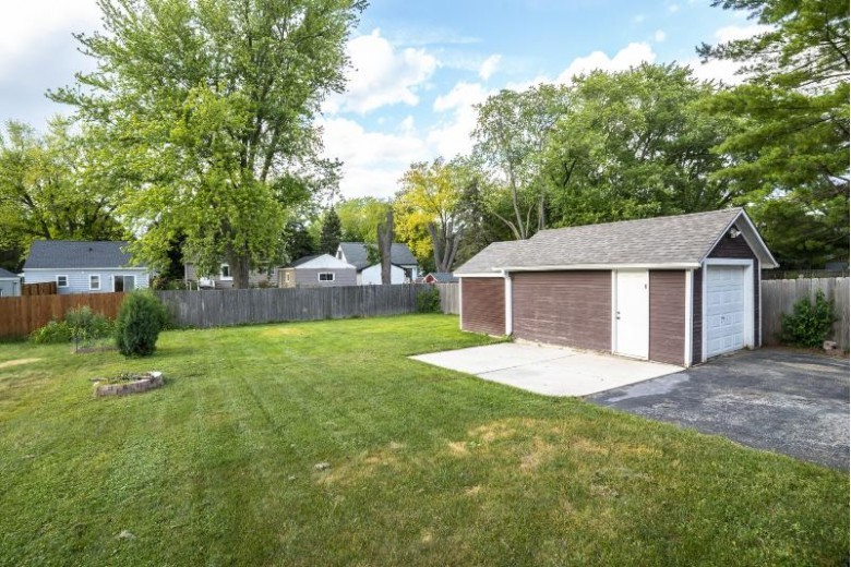 324 Morey St Waukesha, WI 53188-2414 by Roots Realty, Llc $199,900