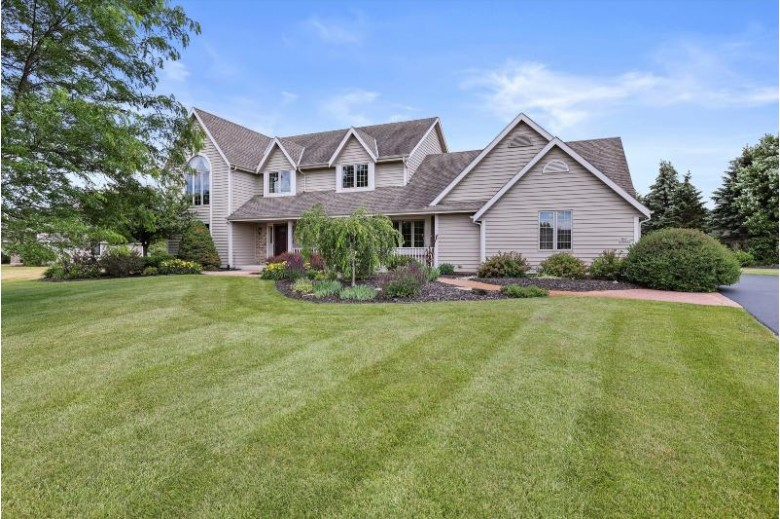 N49W28333 Maryanns Way, Pewaukee, WI by Benefit Realty $550,000