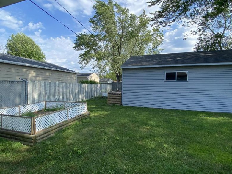 6849 Brian Dr Racine, WI 53402-1423 by Rossetto Realty, Llc $200,000
