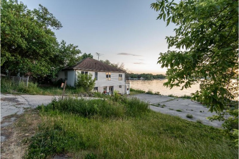 W278N2387 Prospect Ave, Pewaukee, WI by Exit Realty Xl $998,500