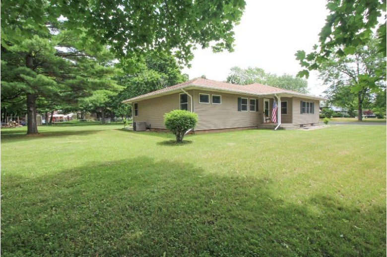 7 Margaret Ave Fort Atkinson, WI 53538 by Redefined Realty Advisors Llc $289,000