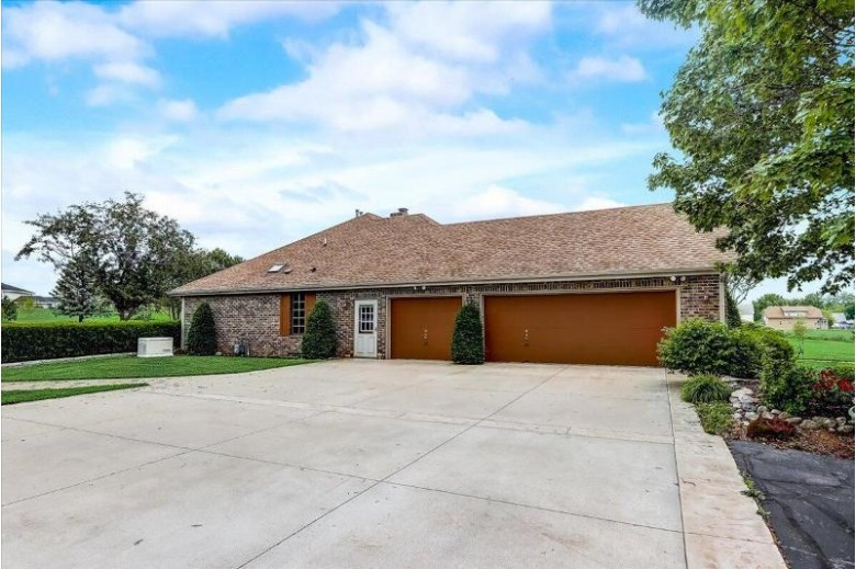 8870 S 51st St Franklin, WI 53132 by Dream Realty Llc $539,900
