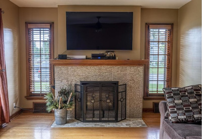 4088 Glenway St, Wauwatosa, WI by First Weber Real Estate $249,900