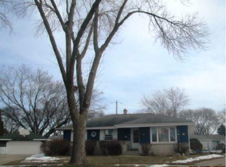 6534 N 70th St, Milwaukee, WI by Realhome Services And Solutions, Inc. $105,300