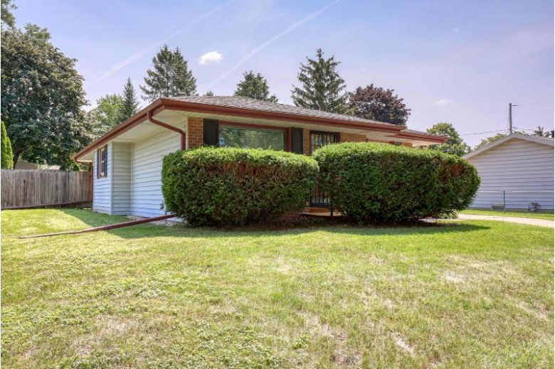 231 Western Ave Waukesha, WI 53188-3147 by Realty Executives - Integrity $250,000