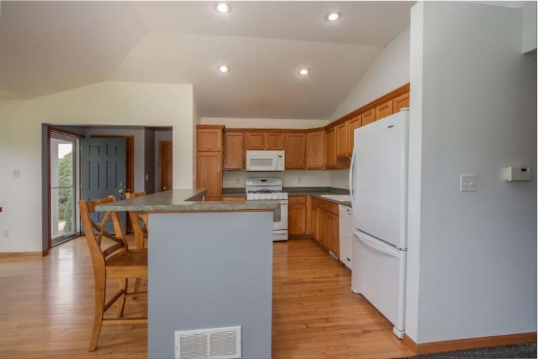 W140N9668 Knollcrest Cir Germantown, WI 53022 by First Weber Real Estate $249,900