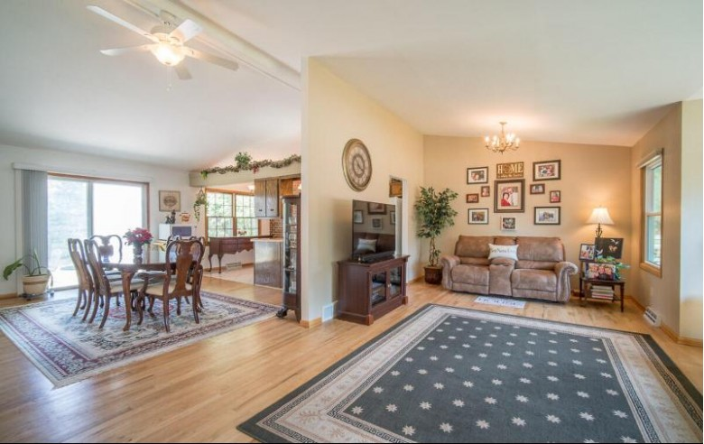 15050 W Signet Ln New Berlin, WI 53151-5763 by Re/Max Realty 100 $324,900