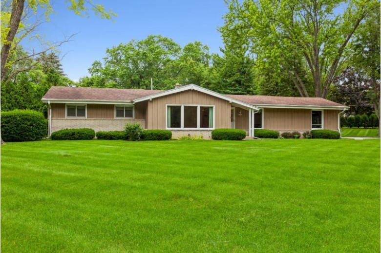 11843 N Vega Ave, Mequon, WI by Coldwell Banker Realty $319,900