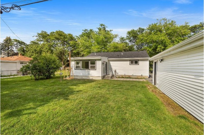 1512 N Bel Ayr Dr Waukesha, WI 53188-2210 by Realty Executives Integrity~brookfield $289,900