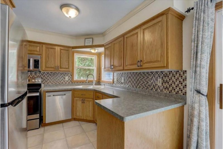 367 Gascoigne Dr, Waukesha, WI by Re/Max Realty 100 $229,900