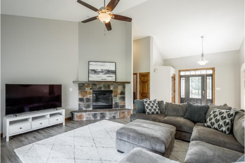 1111 Colonial Dr Hartland, WI 53029-8017 by Keller Williams Realty-Lake Country $625,000