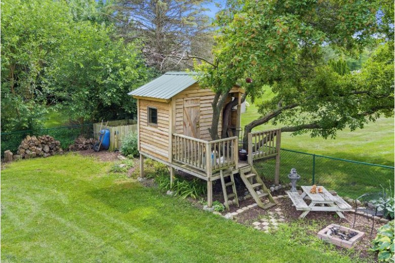 N58W26649 Indian Head Dr Lisbon, WI 53089 by First Weber Real Estate $319,900