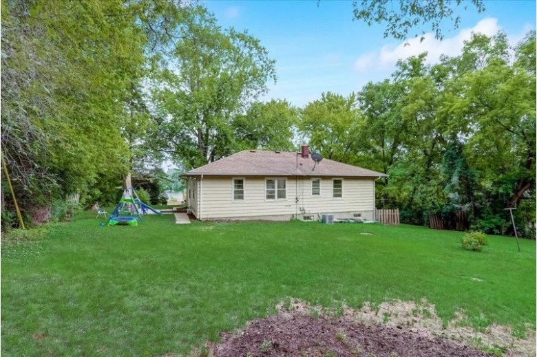 S91W22880 Orchard St Big Bend, WI 53103-9413 by Realty Executives Integrity~brookfield $199,000
