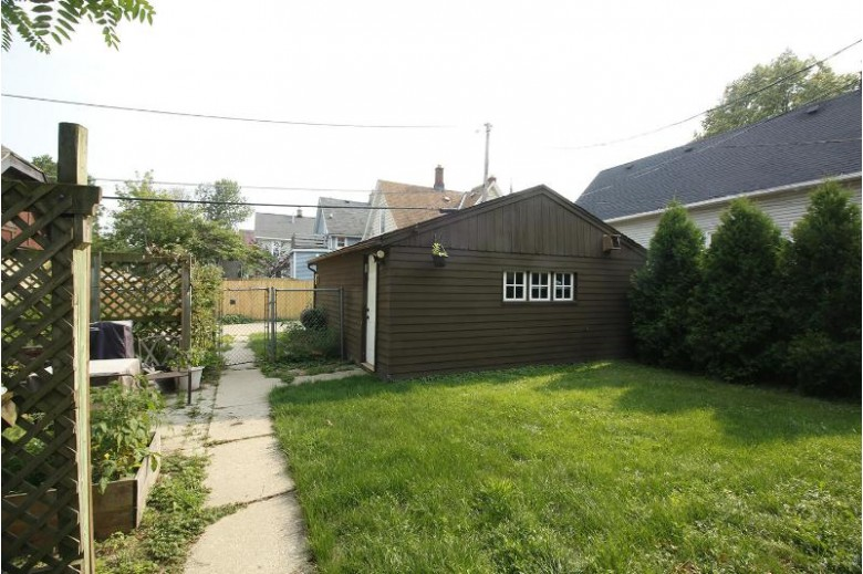 1009 E Center St, Milwaukee, WI by Riverwest Realty Milwaukee $249,900