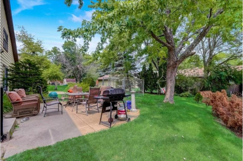 121 Kilps Ct W Waukesha, WI 53188-4707 by Keller Williams Realty-Lake Country $349,900