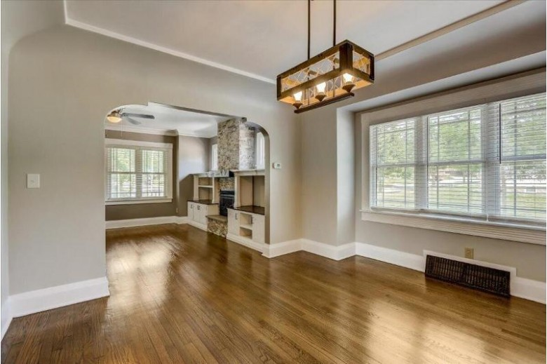 904 S 86th St West Allis, WI 53214-2964 by Re/Max Legacy $209,900