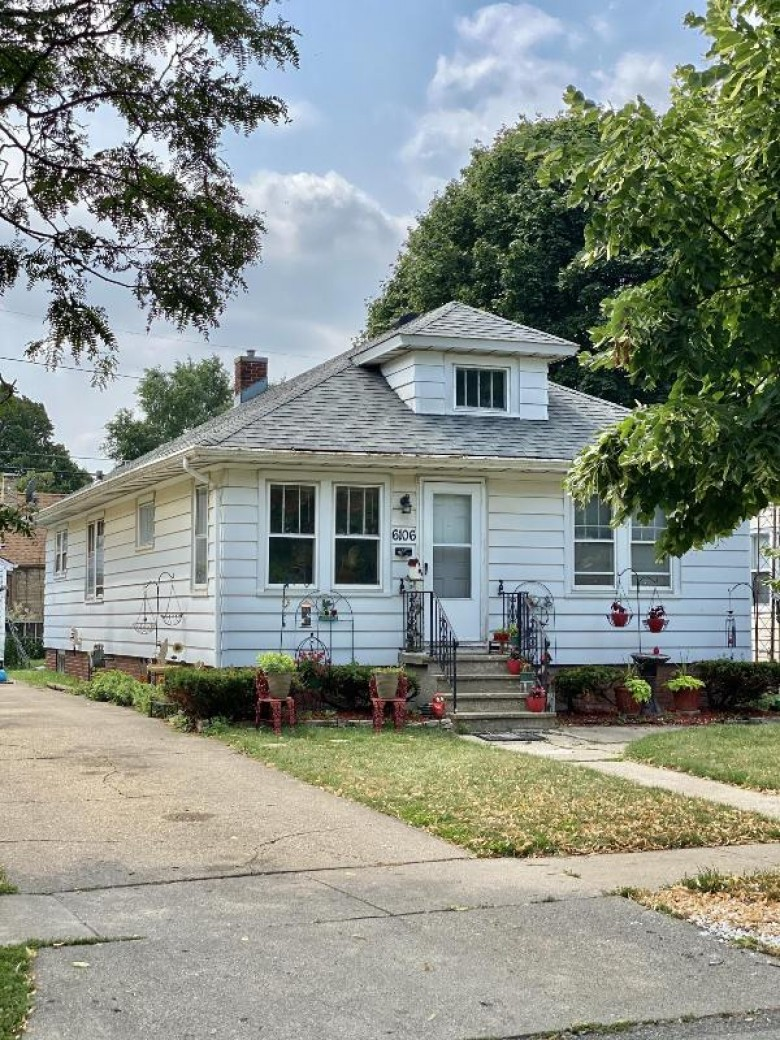 6106 33rd Ave Kenosha, WI 53142-3343 by Berkshire Hathaway Home Services Epic Real Estate $155,000