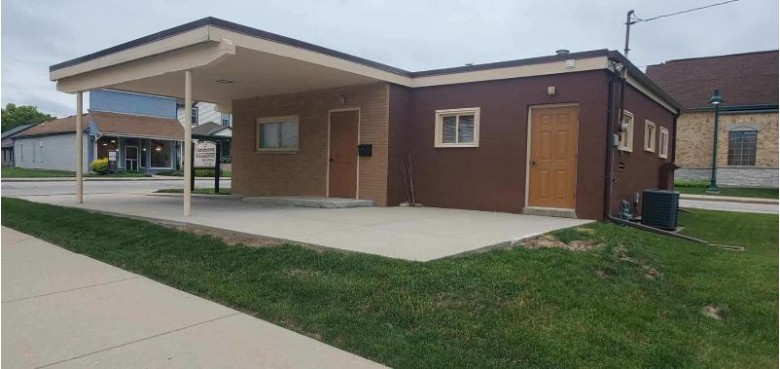 234 Oakton Ave, Pewaukee, WI by First Weber Real Estate $275,000