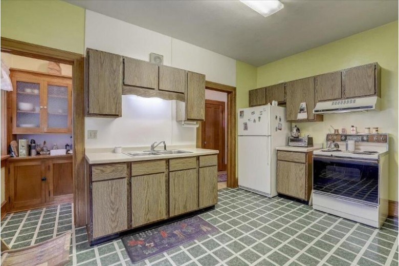 429 W State St Hartford, WI 53027-1037 by Realty Executives Integrity~brookfield $189,900