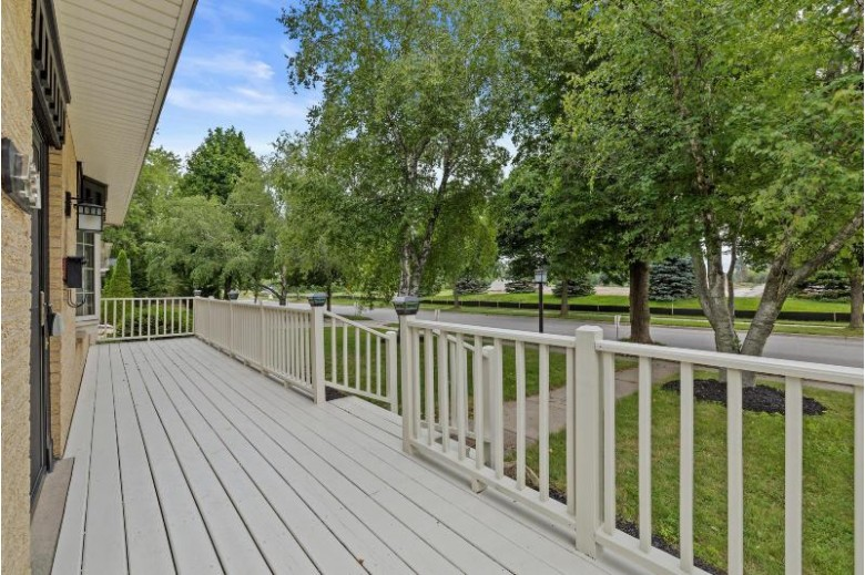 431 Renson Rd Hartland, WI 53029-1816 by Re/Max Service First Llc $360,000