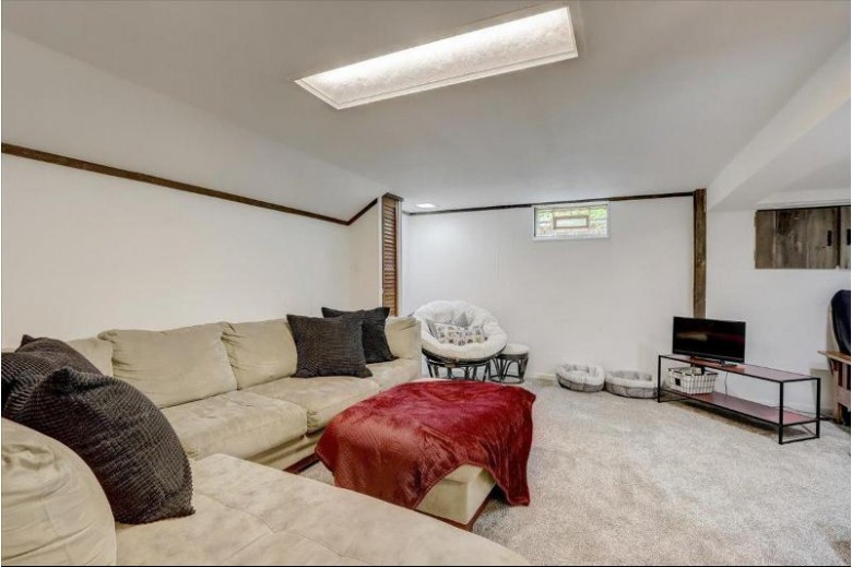 1209 Aspen Dr Waukesha, WI 53188-2315 by The Real Estate Center, A Wisconsin Llc $250,000