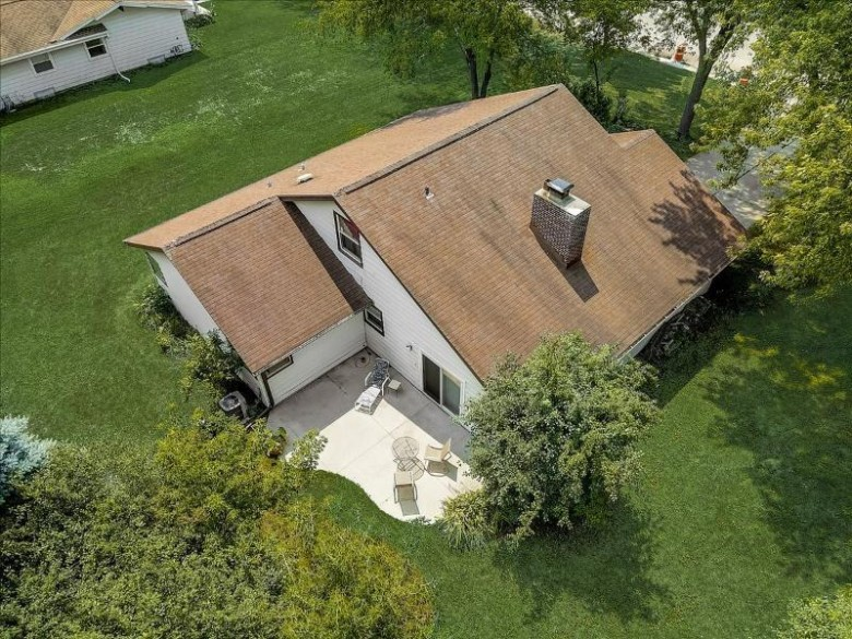 7890 S Chapel Hill Dr, Franklin, WI by Re/Max Realty 100 $279,900