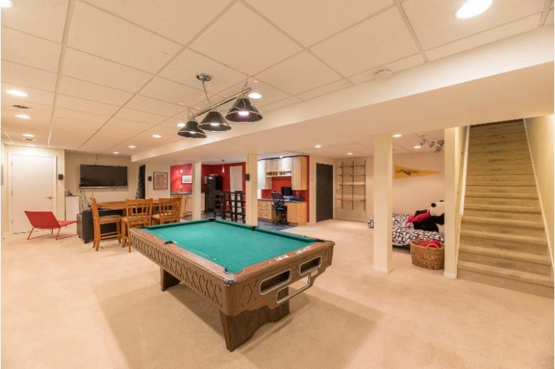430 N Shore Ct Pewaukee, WI 53072 by Found It $405,900