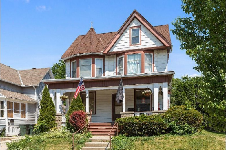 1574 S 80th St, West Allis, WI by Landro Milwaukee Realty $279,900