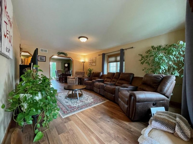 2713 Eagles Ct West Bend, WI 53095-7836 by Milwaukee Flat Fee Homes $324,900