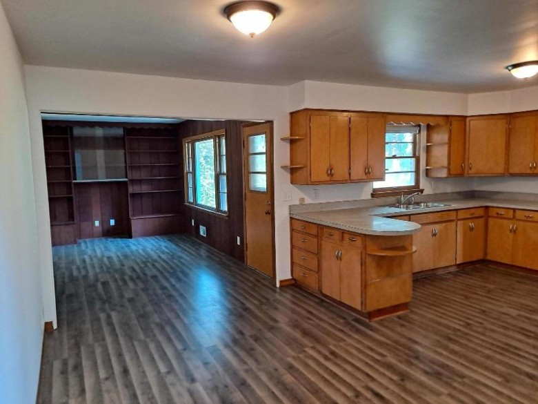 W250S3117 Center Rd, Waukesha, WI by Benchmark Real Estate, Llc $269,900