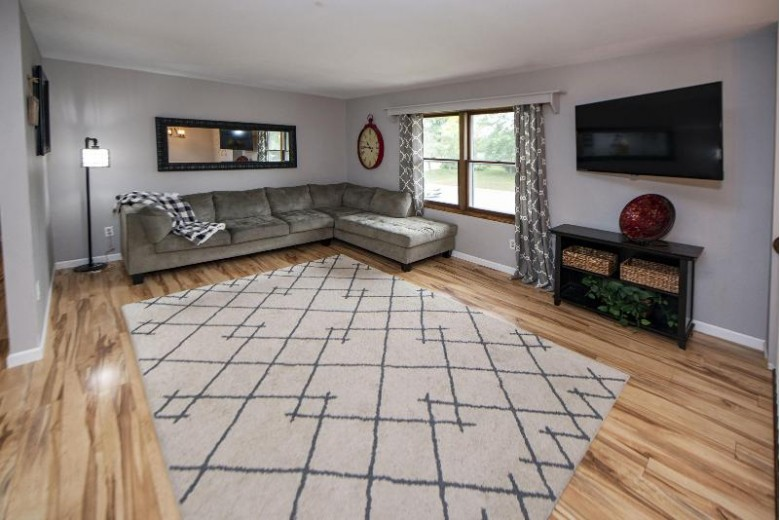 519 Buckingham Way Hartland, WI 53029-2506 by First Weber Real Estate $319,900