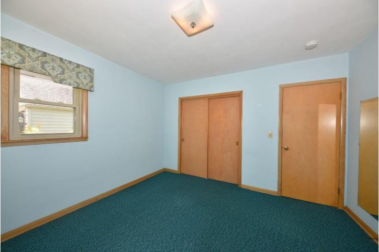9077 N Pelham Pkwy Bayside, WI 53217-1856 by First Weber Real Estate $289,900