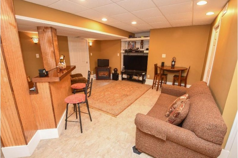 3400 15th Ave South Milwaukee, WI 53172-3548 by Re/Max Realty Center $289,900
