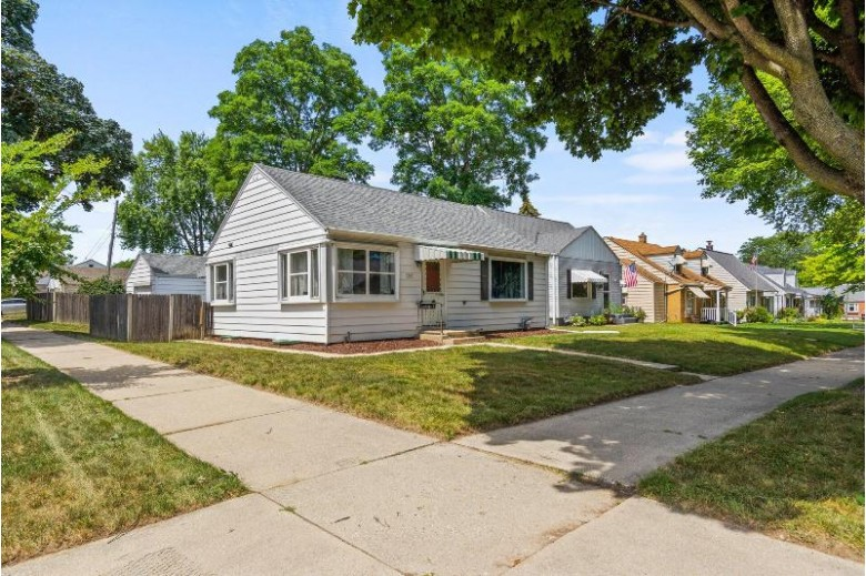 2747 N 82nd St, Milwaukee, WI by Big Block Midwest $174,900
