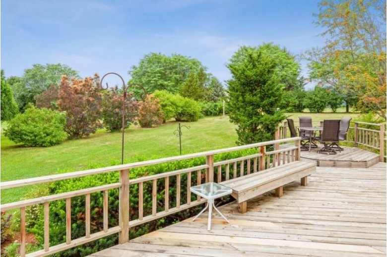 2179 Hillcrest Dr Delafield, WI 53018 by Coldwell Banker Realty $478,900