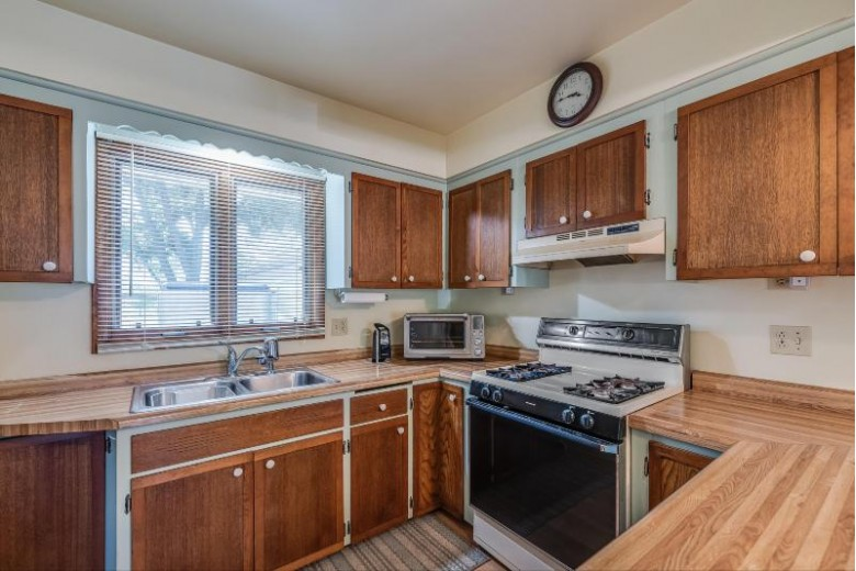 1524 Meadowlane Ave Racine, WI 53406-5784 by Welcome Home Real Estate Group, Llc $249,900