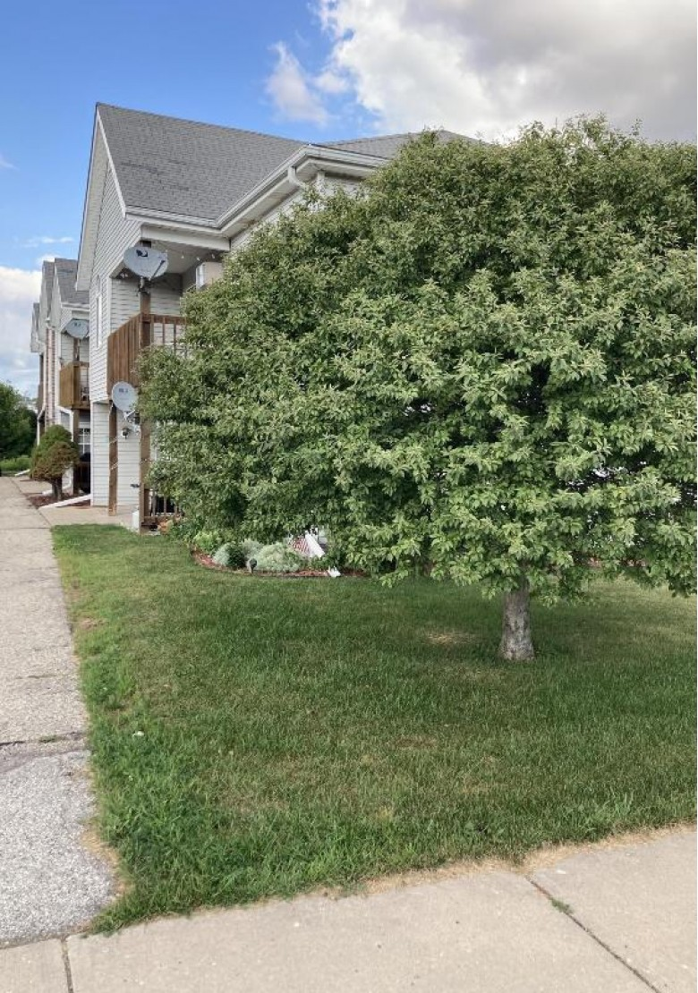 526 Root Ave 4 Hartford, WI 53027 by First Weber Real Estate $106,900
