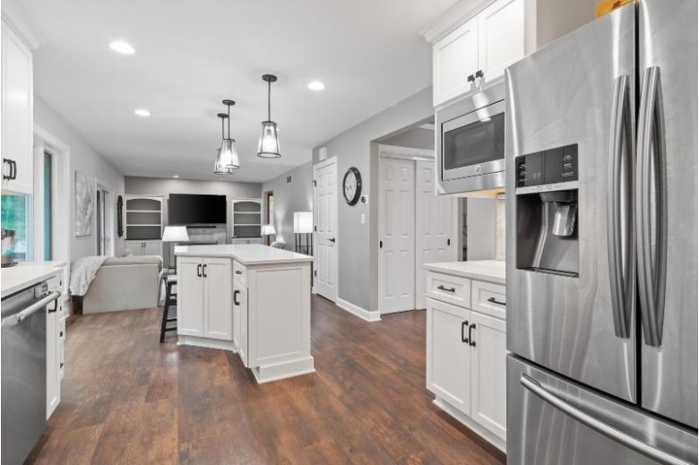 W314N899 Cambridge Ct, Delafield, WI by Benefit Realty $435,000