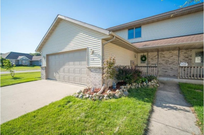 207 Northview Trl Hartford, WI 53027-1975 by Exsell Real Estate Experts Llc $249,999