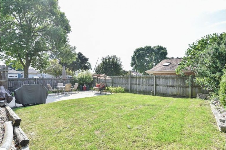809 S 85th St West Allis, WI 53214-2904 by Re/Max Lakeside-27th $249,900