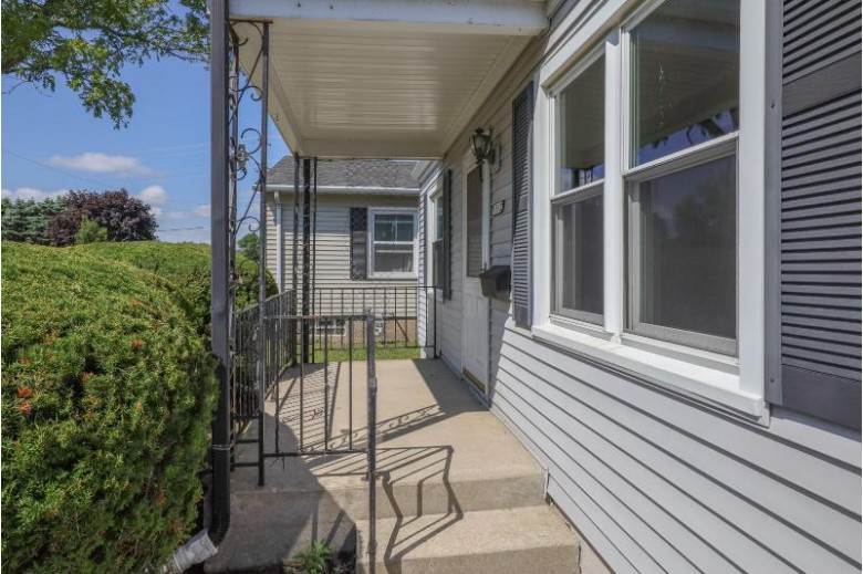 1512 Plainfield Ave Mount Pleasant, WI 53403-3618 by Berkshire Hathaway Homeservices Metro Realty-Racin $164,900