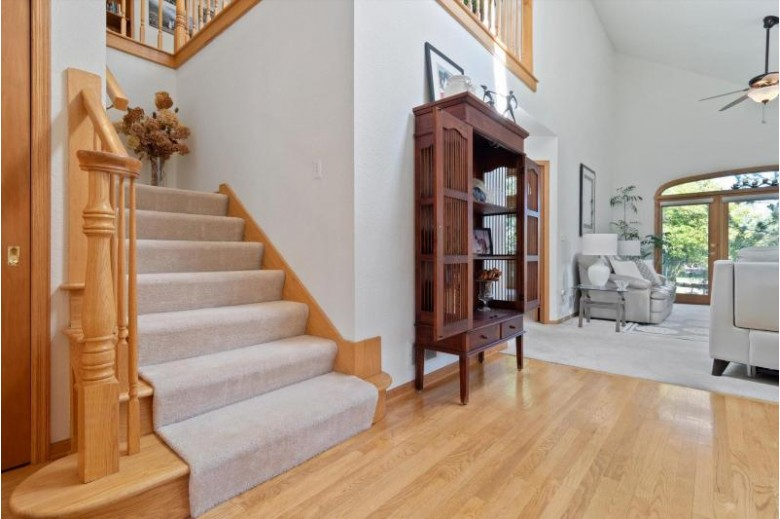 N21W24320 Cumberland Dr 30N Pewaukee, WI 53072-5844 by Benefit Realty $409,900